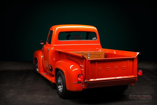 Ford F100, Pick-Up Truck von hinten links. Autofotografie: Stephan Hensel, Hamburg, Oldtimerfotograf