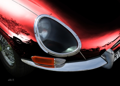 Jaguar E-Type in black & red-black