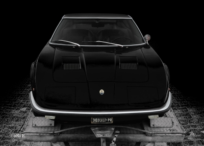 Maserati Indy in black & black, front view
