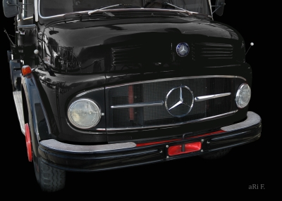 Mercedes-Benz Typ 1113 Kurzhauber Poster in black