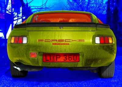 Porsche 928S in blue & green