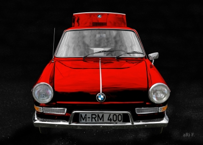 BMW 700 in black & red minimal