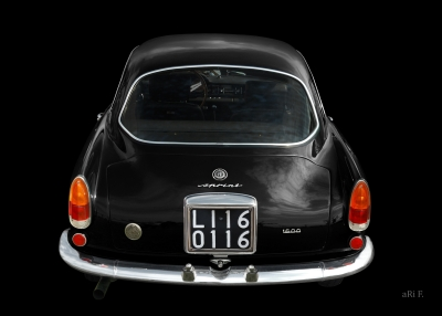 Alfa Romeo Giulietta Sprint 1600 in black & black rear view