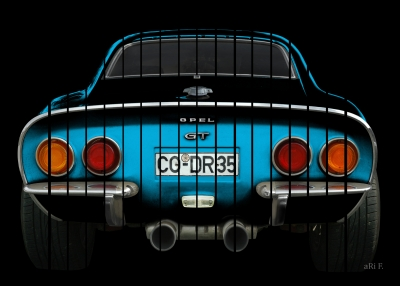 Opel GT in black & blue with stripes 02