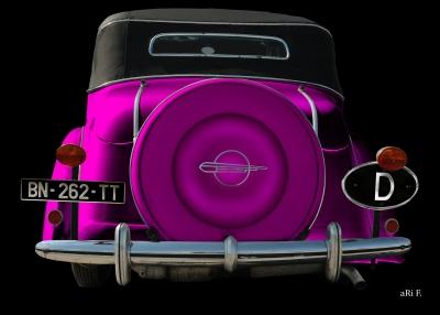 Opel Super 6 Cabriolet in black & lila (Heckansicht)