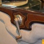 OM 665 N 5, auch hier mit umlaufenden Holzfurnieren und Stoffpolsterung an den Hintertüren!