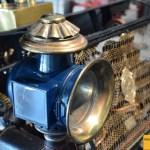 Prinetti & Stucchi 4 HP, Scheinwerfer mit Rosette aus Messing, wie auch das ganze Gehäuse