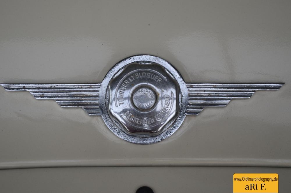 Renault 4CV Kühlerdeckel oberhalb der Motorhaube