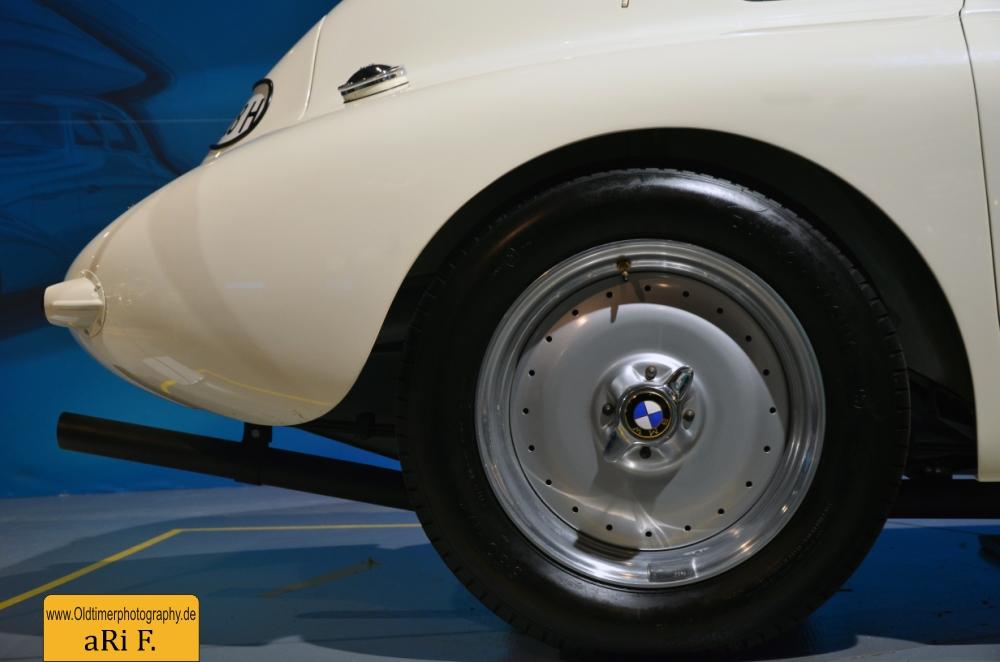 BMW 328 Le Mans mit Schnellverschlüssen auf den Felgen