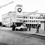 BMW 328 Mille Miglia Kamm Rennlimousine vor dem Verwaltungsgebäude der BMW AG