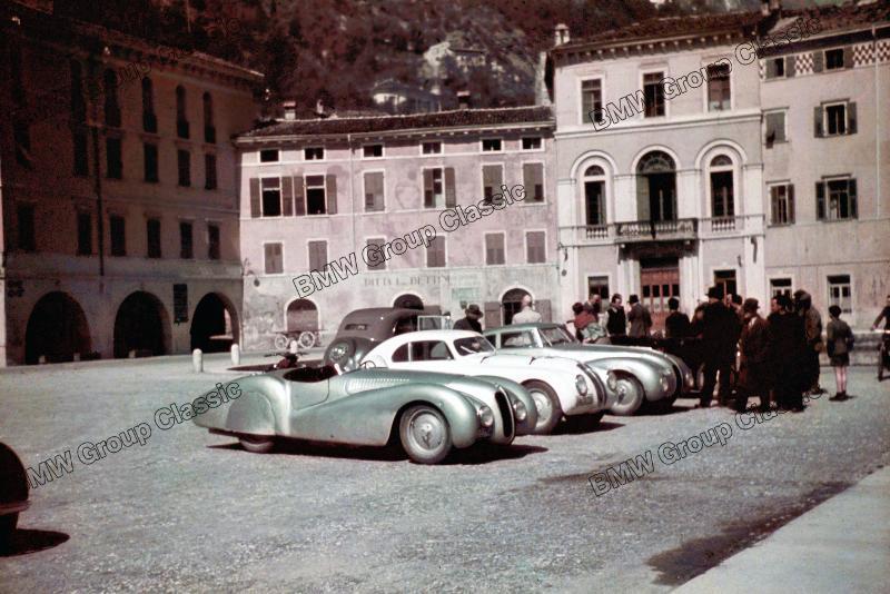 BMW Mannschaft bei ihrer Ankunft in Brescia zum Training zur Mille Miglia 1940