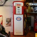 MG TD von 1950 und Esso Tankstelle