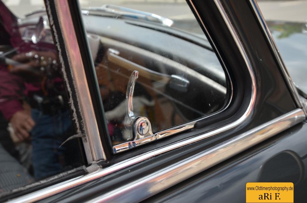 Mercedes-Benz 190 Db Ponton W 121 mit Ausstellfenster vorne zum Öffnen