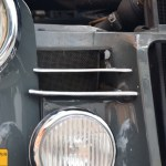 Mercedes-Benz 190 Db Ponton W 121 mit Lufteinlassgitter und verchromten Lamellen davor