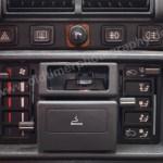 Peugeot 205 GRD Mittelkonsole mit Warnblinkanlage Zigarettenanzünder Heizungsregler Aschenbecher Belüftung Heckscheibenheizung