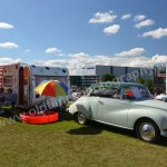 Auto Union 1000 mit Wohnwagen
