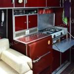 Mikafa Reisemobil Standard Innenraum Kochzelle mit Kühlschrank links