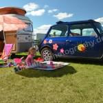 Wohnwagen mit Mini auf dem Hymergelände Nicole Mtawa
