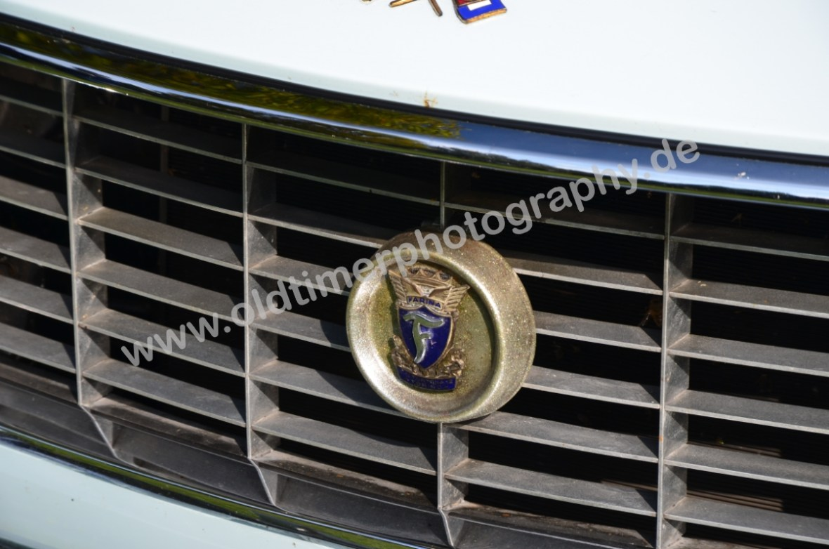 Fiat 1500 Spider mit Logo Pininfarina auf dem Kühlergrill