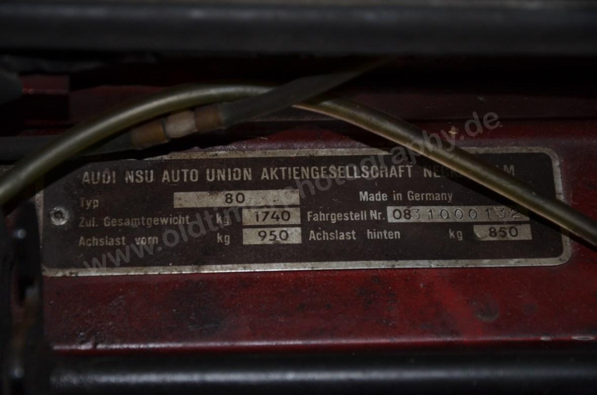 NSU Ro 80 mit Typenschild im Motorraum