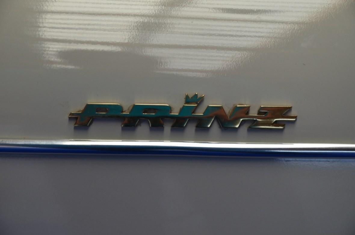 NSU Sport-Prinz Schriftzug-Logo seitlich am vorderen Kotflügel