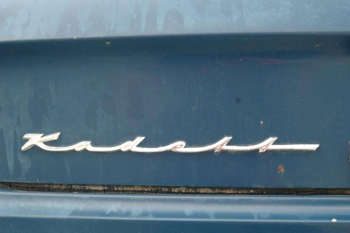 Opel Kadett A Coupe mit Schriftzug-Logo am Kofferraumdeckel hinten