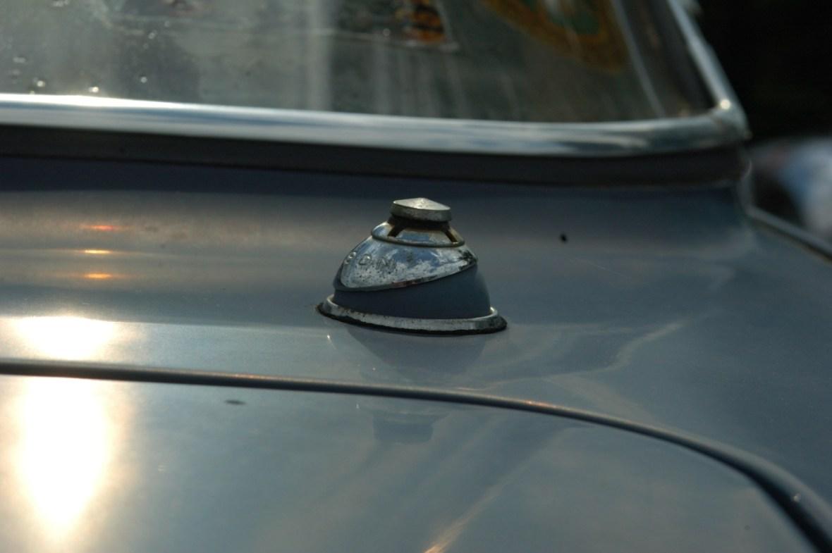 Opel Kadett A Coupe mit serienmäßiger Antenne in Wagenfarbe