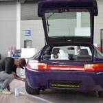 Porsche 928 GTS mit 5,4 Liter Motor mit 257 kW (350 PS) unddurchgehend Leuchtband in der Mitte