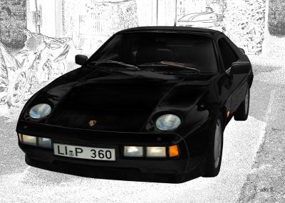 Porsche 928 S in black & white
