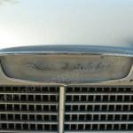 Logo Opel Kadett vorne senkrecht auf Motorhaube