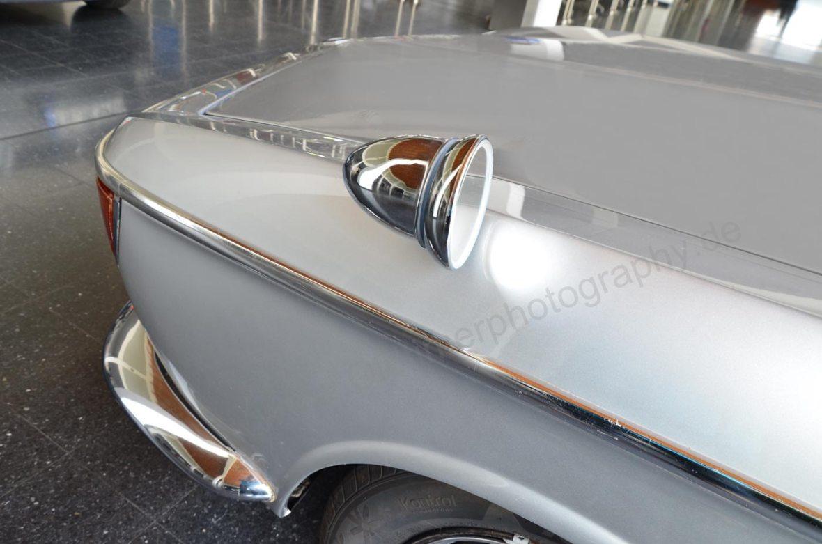 BMW 2000 CA Frontdetail mit Aussenspiegel