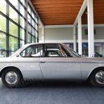 BMW 2000 CA Seitenansicht in der Messehalle
