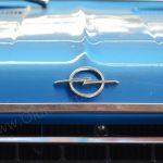 Opel Commodore A Cabriolet Logo auf Motorhaube