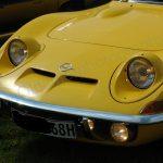 Opel GT Frontansicht mit geöffneten Klappscheinwerfer