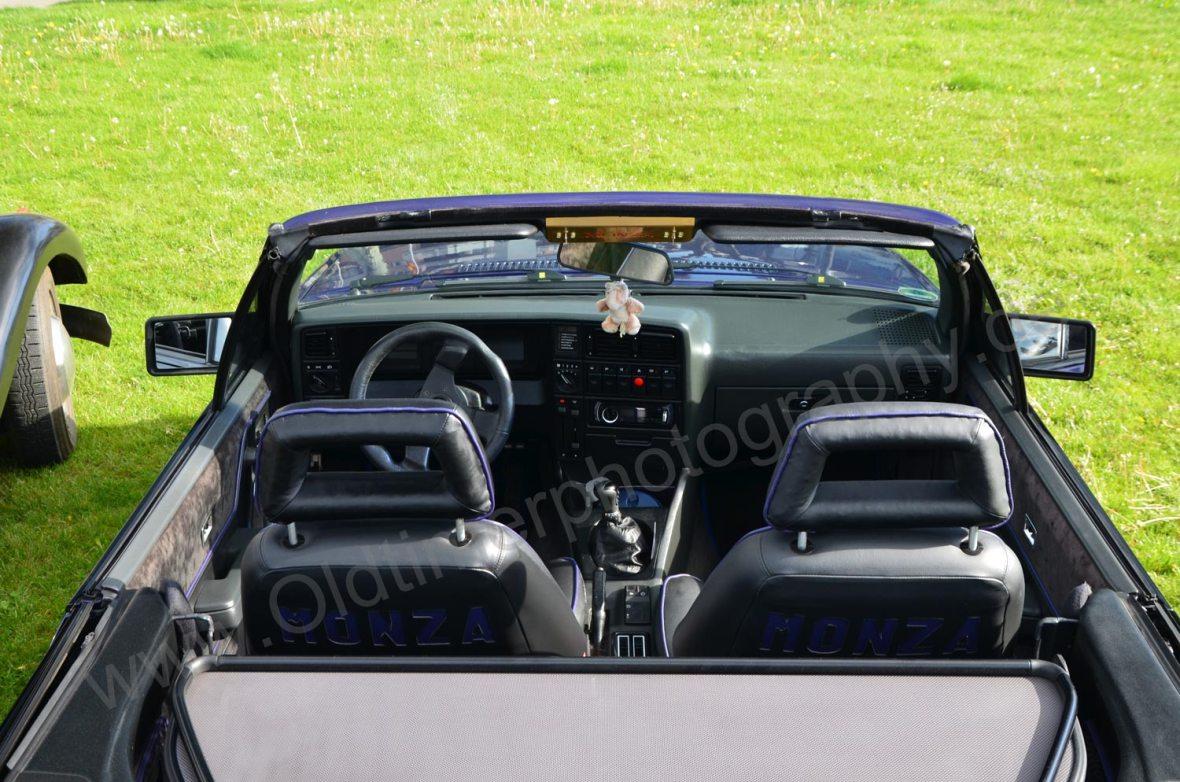 Opel Monza Cabriolet Draufsicht auf das Interieur und Windschott