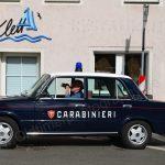 Was dieser Carabinieri in seinem Fiat 124 wohl trinkt???