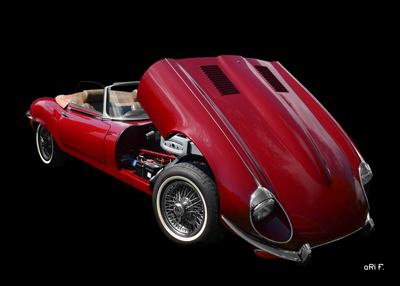 Jaguar E-Type Serie 3 Roadster in black & red (Originalfarbe) opened