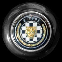 Logo Jaguar E-Type Serie 1 auf Lenkrad