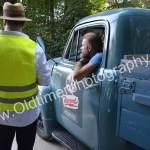 Opel Blitz Pritschenwagen bei der Einfahrt zur Registrierung