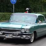 Cadillac Series 62 gut gestylt zum Oldtimertreffen am Bodensee