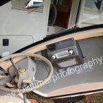 BMW Isetta 250 mit geöffneter Einstiegstüre und original Philips-Radio