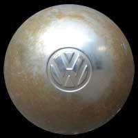 Logo VW Käfer Brezel auf Radkappe von 1951
