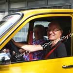 Renault 12 mit fröhlichem Sunshine Shooting...