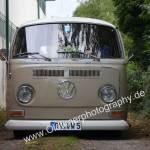 VW Bus T2 tiefergelegt und ich mit meiner Kamera ebenso