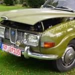 Saab 96 mit geöffneter Motorhaube