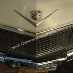 1965 Cadillac DeVille Convertible Frontansicht mit Logo auf Motorhaube