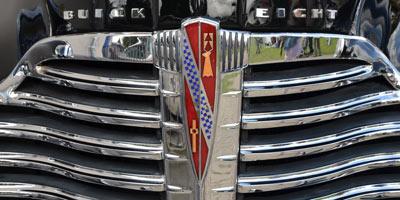 Logo Buick Super von 1941 auf Kühlergrill