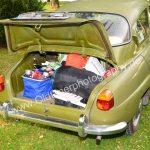 Saab 96 mit gefülltem Kofferraum
