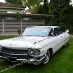 1959 Cadillac Serie 62 bei der Einfahrt zu einem Oldtimertreffen