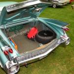 1959 Cadillac Serie 62 mit geöffnetem Kofferraum